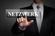 Mann drückt touchscreen button - Netzwerk