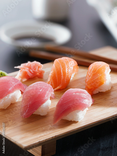 Sushi - Salmon and tuna nigiri