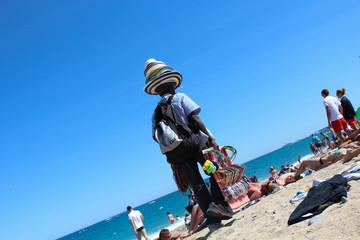 vendeur ambulant sur la plage