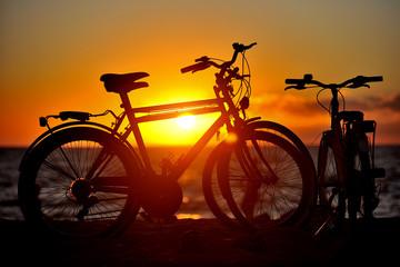 Biciclette al tramonto in spiaggia - Sardegna