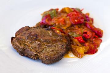 Schweinesteak mit Mix-Gemüse,Paprika,Tomaten- gegrillt