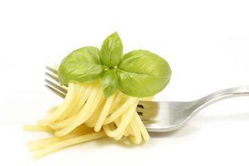 spaghetti et basilic