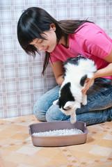 woman shows a cat toilet