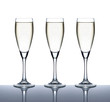 Drei Gläser mit gekühltem Sekt