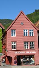 Holzhaus im Altstadtviertel Bryggen in Bergen (Norwegen)