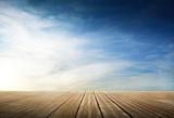 Fototapety passerella di legno con cielo