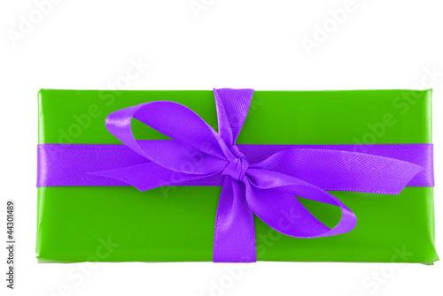 Grün-lilanes Geschenk mit Schleife