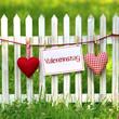 Stoffherzen am Zaun Valentinstag