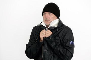 Mann mit Mütze und Regenjacke
