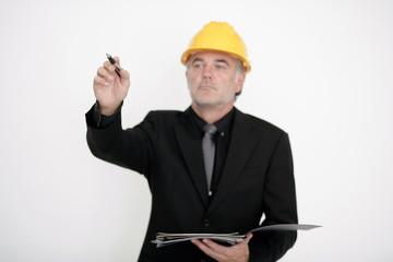 Mann auf dem Bau