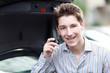 junger Mann am Handy