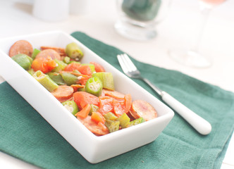 Sausages, okra and tomatoes salad