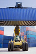 Reach-Stacker mit Container 2
