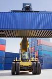 Reach-Stacker mit Container 2 - 44336475
