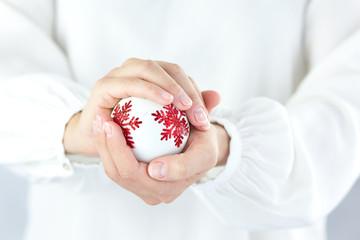 Christmas decoration czyli biała bombka z gwiazdką