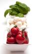 Tomaten, Mozzarella und Basilikum