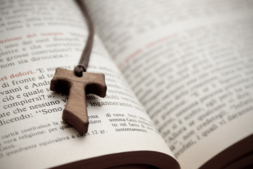 Bibbia Vangelo Crocifisso Tau
