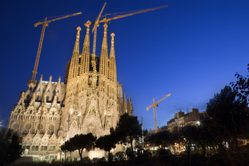Sagrada familia at night.