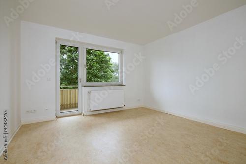 leerer raum mit fenster und terrassentuer von j rg lantelme lizenzfreies foto 44382455 auf. Black Bedroom Furniture Sets. Home Design Ideas