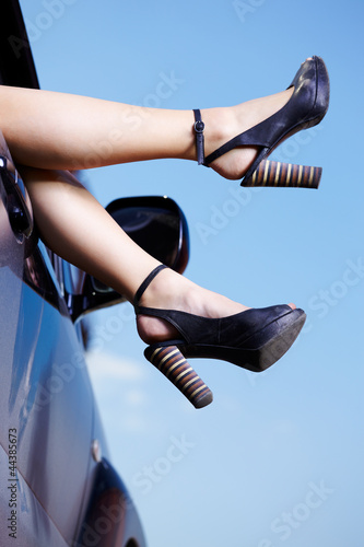 legs in car window