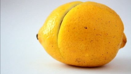 sliced ​​lemon