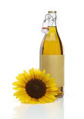 Sonnenblume und Ölflasche