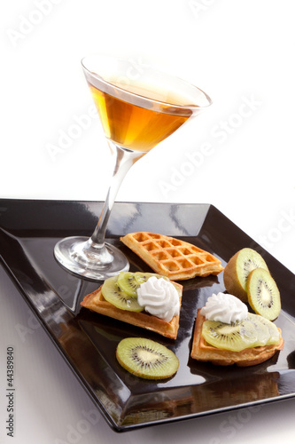 Kiwi Tart Slices with Drink