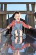 Kind auf der Rutsche 2