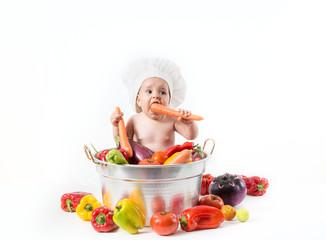 Bambino dentro la pentola con cappello da cuoco
