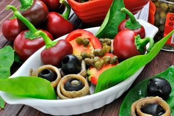 Preparazione peperoncini tondi ripieni