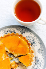Dessert tart with caramelised topping