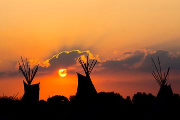 Tipi zum Sonnenuntergang