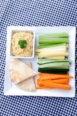 Healthy appetiser platter of hummus and raw vegetables