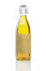 Flasche Sonnenblumenöl als Freisteller