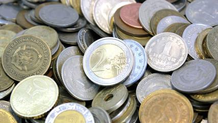 Monete da tutto il mondo con moneta da 2 euro
