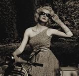 Fototapeta moda - dama - Podróż / Transport