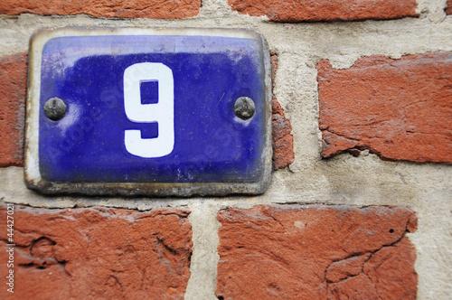 Hausnummer 9