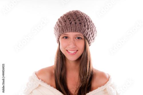jolie femme souriante avec un bonnet d 39 hiver photo libre de droits sur la banque d 39 images. Black Bedroom Furniture Sets. Home Design Ideas