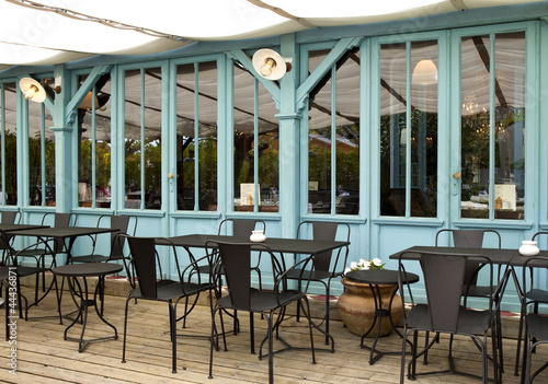 terrasse caf bistrot restaurant bois mobilier cabane photo libre de droits sur la. Black Bedroom Furniture Sets. Home Design Ideas