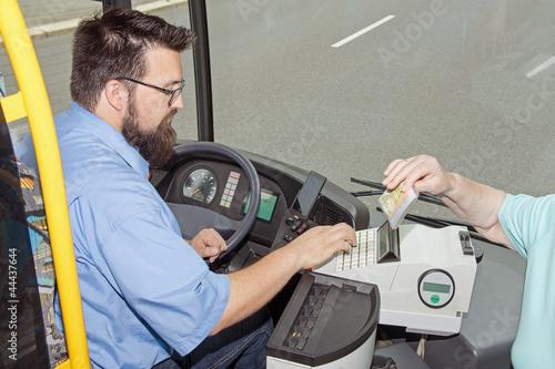 Leinwanddruck Bild Bus Driver ticket control