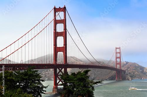 Papiers peints Pont Fog Rolling on Golden Gate Bridge
