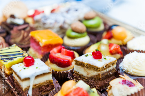 Foto Spatwand Koekjes Confectionery tray close-up