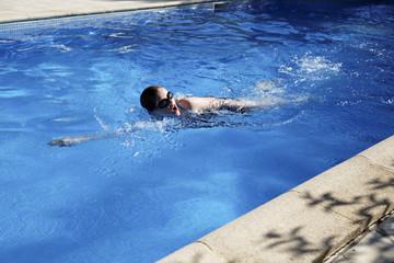 nage en crawl piscine
