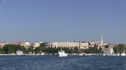 port de Pula et son anphithéâtre