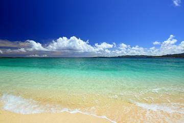 マリンブルーの美しい海