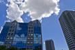 高層ビル群と青空と雲
