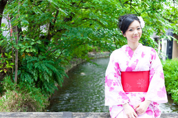 japanese kimono woman on the bridge