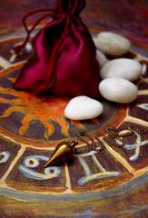 Pendel, Astrologie, Steine