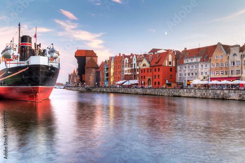 Zdjęcia na płótnie, fototapety na wymiar, obrazy na ścianę : Old town of Gdansk at Motlawa river, Poland