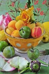 Obst und Rose